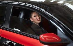 γυναίκα οδήγησης αυτοκ στοκ εικόνα με δικαίωμα ελεύθερης χρήσης