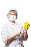 Γυναίκα οδοντιάτρων με μια μάσκα, ρολόι, που απομονώνεται στο λευκό Στοκ φωτογραφία με δικαίωμα ελεύθερης χρήσης
