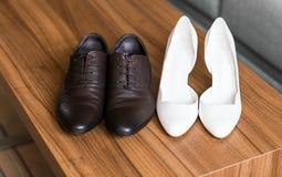 γυναίκα παπουτσιών ανδρών Στοκ φωτογραφία με δικαίωμα ελεύθερης χρήσης