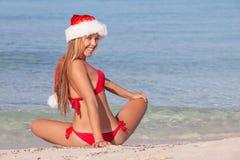 Γυναίκα παραλιών διακοπών Χριστουγέννων Στοκ Εικόνα