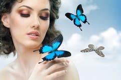 γυναίκα πεταλούδων Στοκ εικόνα με δικαίωμα ελεύθερης χρήσης
