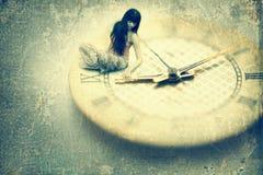 γυναίκα πινάκων ρολογιών στοκ εικόνα με δικαίωμα ελεύθερης χρήσης