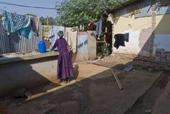 γυναίκα πλύσης πλυντηρίων Στοκ Φωτογραφίες
