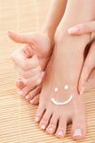γυναίκα ποδιών προσοχής Στοκ φωτογραφία με δικαίωμα ελεύθερης χρήσης