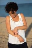 Γυναίκα που έχει την αλλεργία δερμάτων Στοκ φωτογραφία με δικαίωμα ελεύθερης χρήσης
