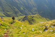 Γυναίκα που στα βουνά στοκ φωτογραφία με δικαίωμα ελεύθερης χρήσης