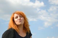 Γυναίκα που απολαμβάνει τη ζωή Στοκ φωτογραφία με δικαίωμα ελεύθερης χρήσης