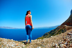 Γυναίκα που απολαμβάνει της ελευθερίας στο ταξίδι Στοκ φωτογραφίες με δικαίωμα ελεύθερης χρήσης