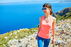 Γυναίκα που απολαμβάνει της ελευθερίας στο ταξίδι Στοκ εικόνα με δικαίωμα ελεύθερης χρήσης