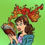 Γυναίκα που διαβάζει ένα καίγοντας βιβλίο απομονωμένοι έννοια άνθρωποι δύο επιχειρησιακής λογοκρισίας ανασκόπησης λευκό απεικόνιση αποθεμάτων