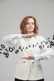 Γυναίκα που εργάζεται με το δυαδικό κώδικα, έννοια της ψηφιακής τεχνολογίας Στοκ Φωτογραφίες