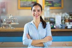 Γυναίκα που εργάζεται στη καφετερία Στοκ Φωτογραφία