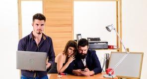 Σεξουαλική έλξη Υποκινήστε τη σεξουαλική επιθυμία Σεξουαλική προσοχή Παραγωγή της σταδιοδρομίας στο αρσενικό γραφείο λεσχών Γυναί στοκ φωτογραφία