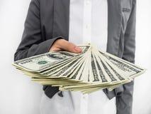 Γυναίκα που διαδίδεται επιχειρησιακή των χρημάτων (U.S.Dollars) Στοκ φωτογραφία με δικαίωμα ελεύθερης χρήσης