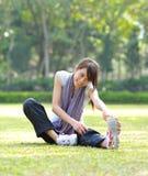 Γυναίκα που κάνει την τεντώνοντας άσκηση Στοκ Φωτογραφία