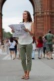 Γυναίκα που κάνει τον τουρισμό στη Βαρκελώνη Στοκ φωτογραφίες με δικαίωμα ελεύθερης χρήσης