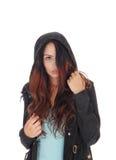 Γυναίκα που καλύπτει το πρόσωπο με την τρίχα της Στοκ εικόνες με δικαίωμα ελεύθερης χρήσης