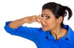 Γυναίκα που καλύπτει τη μύτη στοκ φωτογραφία με δικαίωμα ελεύθερης χρήσης