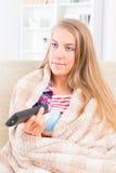 Γυναίκα που καλύπτεται νέα με το κάλυμμα στοκ εικόνες με δικαίωμα ελεύθερης χρήσης