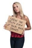 Γυναίκα που κρατά ένα εμπνευσμένο σημάδι στοκ φωτογραφίες με δικαίωμα ελεύθερης χρήσης