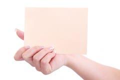 Γυναίκα που κρατά ένα κενό έγγραφο στα χέρια της Στοκ Εικόνα