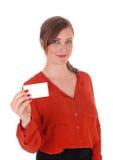 Γυναίκα που κρατά μια επαγγελματική κάρτα επάνω Στοκ Εικόνα