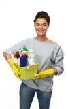 Γυναίκα που κρατά τη διαφορετική καθαρίζοντας ουσία στοκ εικόνα