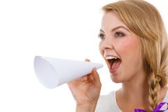 Γυναίκα που κραυγάζει μέσω megaphone φιαγμένο από έγγραφο Στοκ φωτογραφία με δικαίωμα ελεύθερης χρήσης