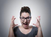 Γυναίκα που κραυγάζει στη φρίκη, πορτρέτο μορφασμού στοκ εικόνες με δικαίωμα ελεύθερης χρήσης