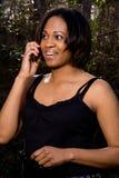 Γυναίκα που μιλά στο τηλέφωνο Στοκ εικόνες με δικαίωμα ελεύθερης χρήσης
