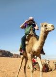 Γυναίκα που οδηγά μια καμήλα Στοκ Εικόνες