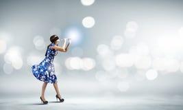 Γυναίκα που παίζει fife Στοκ Φωτογραφία