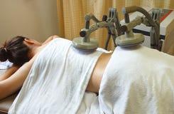 Γυναίκα που παίρνει τη φυσική θεραπεία, πλάτη θεραπείας musc Στοκ φωτογραφίες με δικαίωμα ελεύθερης χρήσης