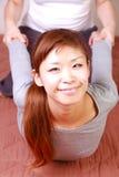Γυναίκα που παίρνει το ταϊλανδικό μασάζ Στοκ εικόνα με δικαίωμα ελεύθερης χρήσης