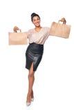 Γυναίκα που παρουσιάζει τσάντα αγορών Στοκ φωτογραφία με δικαίωμα ελεύθερης χρήσης