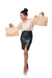 Γυναίκα που παρουσιάζει τσάντα αγορών Στοκ Εικόνες