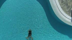 Γυναίκα που πηδά στη λίμνη φιλμ μικρού μήκους