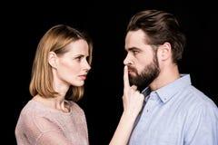 Γυναίκα που ρωτά τον άνδρα για ήρεμο στοκ φωτογραφία με δικαίωμα ελεύθερης χρήσης