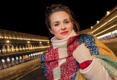Γυναίκα που στέκεται στο τετράγωνο SAN Marco στη Βενετία, Ιταλία το χειμώνα στοκ εικόνα με δικαίωμα ελεύθερης χρήσης