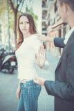 Γυναίκα που σταματά τον άνδρα την Στοκ φωτογραφία με δικαίωμα ελεύθερης χρήσης