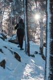 Γυναίκα που στο χιόνι Στοκ Φωτογραφίες