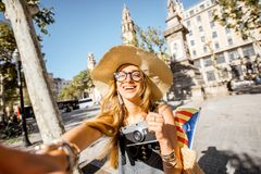 Γυναίκα που ταξιδεύει στη Βαρκελώνη Στοκ φωτογραφία με δικαίωμα ελεύθερης χρήσης