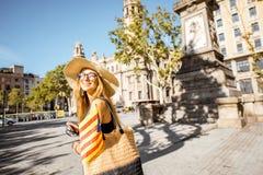 Γυναίκα που ταξιδεύει στη Βαρκελώνη Στοκ Εικόνα