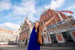 Γυναίκα που ταξιδεύει στη Λετονία Στοκ Φωτογραφία