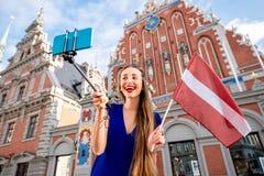 Γυναίκα που ταξιδεύει στη Λετονία Στοκ φωτογραφίες με δικαίωμα ελεύθερης χρήσης