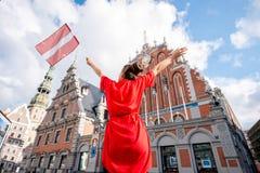 Γυναίκα που ταξιδεύει στη Λετονία Στοκ εικόνες με δικαίωμα ελεύθερης χρήσης