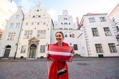 Γυναίκα που ταξιδεύει στη Ρήγα Στοκ εικόνα με δικαίωμα ελεύθερης χρήσης
