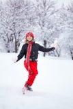 Γυναίκα που τρέχει μέσω του χιονιού Στοκ εικόνες με δικαίωμα ελεύθερης χρήσης