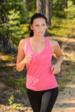 Γυναίκα που τρέχει στην επαρχία στοκ εικόνα