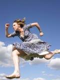 Γυναίκα που τρέχει στο φόρεμα Στοκ εικόνες με δικαίωμα ελεύθερης χρήσης